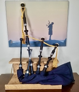 SL1 - MacRae Bagpipes Wooden Projection Mounts with Imitation Ivory Ring Caps and Alloy Ferrules